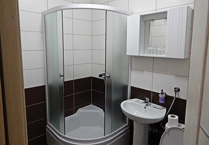 hotel-zelengora-rentals-bathroom